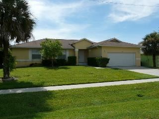 Peaceful house with heated pool and short walk to beach and Marco Walk Plaza - Marco Island vacation rentals