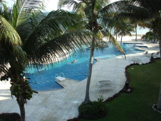 Beachfront Villa 3 bd. 3 ba - A real WOW ! ! - Puerto Morelos vacation rentals