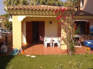 San Teodoro: house with garden in the city center - San Teodoro vacation rentals