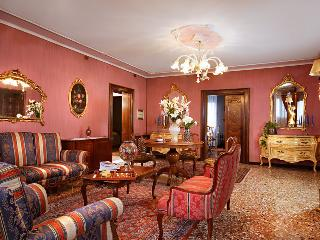 Fascinating Venetian flat close to St. Mark's Squa - Venice vacation rentals