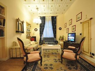 Dome elegant apartment in Florence center  4BR - Florence vacation rentals