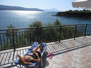 VIlla Chara - Beachfront 4BR - Ammouliani Island - Ammouliani vacation rentals