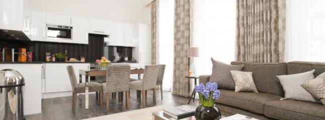 Deluxe 3Bed/3Bath Luxury Apartment in Kensington - London vacation rentals