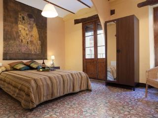 GRAND BORNE, 5bds +2bths, up to 12! - Barcelona vacation rentals