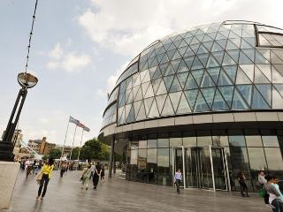 Modern Large Gr8 Location 2Bed/2Bth - London vacation rentals