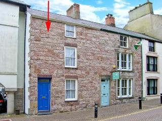 CASTLE STREET COTTAGE, games room, hot tub, pets welcome, in Caernarfon, Ref 24763 - Gwynedd- Snowdonia vacation rentals