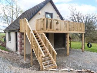 SQUIRREL LODGE, first floor apartment, off road parking, balcony, near Croy, Ref 5955 - Grantown-on-Spey vacation rentals