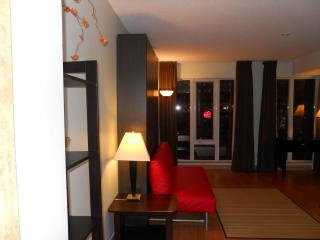 Trendy Studio in the Heart of Down-town Toronto - Toronto vacation rentals