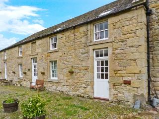 THE LEES STABLES, single-storey, en-suite bedroom, pet-friendly, off road parking, in Coldstream, Ref 24581 - Eyemouth vacation rentals