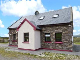 STONE COTTAGE, Ring of Kerry location, solid fuel stove, en-suite facilities, whirlpool bath, near Waterville, Ref: 26009 - Waterville vacation rentals