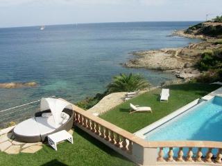 Cliff-front villa in Les Parcs de St. Tropez. AZR 393 - Trans-en-Provence vacation rentals