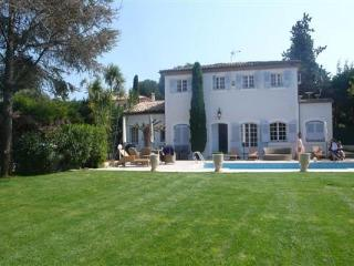 Lovely 6 Bedroom Villa, Steps from the Sea at Cap d'Antibes - Antibes vacation rentals