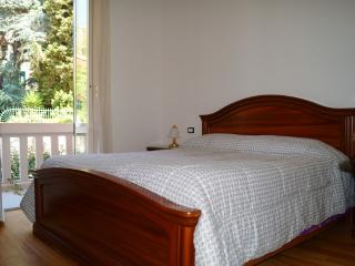 New 2 bdr 2 bath apt ,Levanto, Cinque Terre Park - Carro vacation rentals
