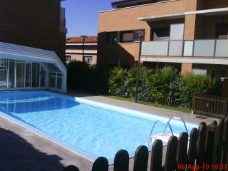 Apartment with garden and heated swimming pool - Salinas de Ibargoiti vacation rentals