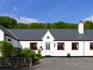 THE COTTAGE, ground floor bungalow, off road parking, garden, Ref 25599 - Gwynedd- Snowdonia vacation rentals