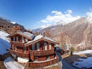 Le Grand Deux Chalet with splendid Swiss Alps view- terraces, ensuite jetted tub - Valais vacation rentals