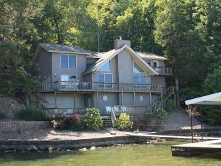 3000ft² - 4 BR (3 Master Suites) 3.5 BA Lake House - Camdenton vacation rentals
