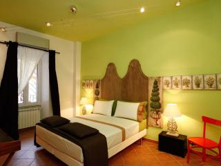 Apartment Colosseum - Max 4 Persons with Balcony - Rome vacation rentals
