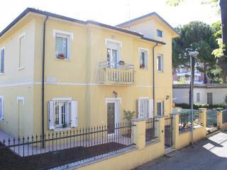 Affittacamere B&b Villa Grazia - San Giuliano a Mare vacation rentals