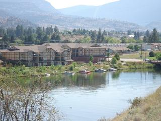 Okanagan Falls Condo Rental View and Walk to Skaha Lake Beach in BC Canada - Okanagan Falls vacation rentals