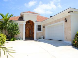 PLUMERIA - Steps from Orange Hill Beach - Nassau vacation rentals