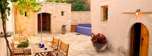 Lithos traditional house ''Patitiri'' - Image 1 - Tzitzifes - rentals