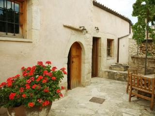 Traditional house ''Ontas'' - Tzitzifes vacation rentals