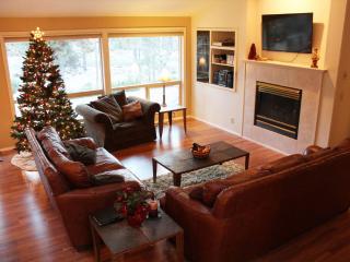 Comfy Single Level Sunriver, Oregon Vacation Home - Central Oregon vacation rentals