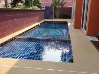 5 bedroom, private pool, big livingroom - Pattaya vacation rentals