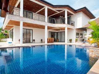 Luxury Pool Villa TOPAZ PATTAYA THAILAND - Na Chom Thian vacation rentals