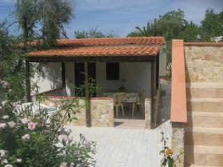 Villino bilocale indipendente in residence - Apricena vacation rentals