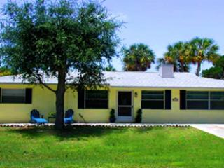 front view of house from street - Private, pet-friendly home 2 blocks from beach - Holmes Beach - rentals