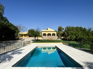 Quinta Girassol  (Sunflower Farm) - Santa Barbara de Nexe vacation rentals