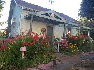 Fun home in Funky Fremont Neighborhood, Seattle - Seattle vacation rentals
