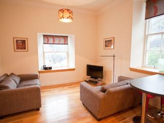 Grassmarket 2 Bedroomed Apartment - Edinburgh vacation rentals