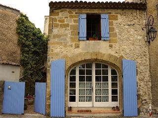 Les Bougainvilliers Vacation Home with Fireplace, - Lourmarin vacation rentals