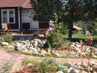 Bighorn Cottage... charming and close to town! - Glen Haven vacation rentals