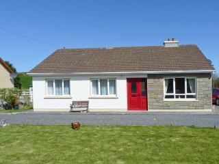 MELBRAE HOUSE, open fire, ground floor cottage, en-suite facilities, near Doonbeg, Ref. 24820 - Doonbeg vacation rentals
