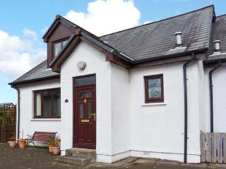 3ANGUS CRESCENT, pet-friendly, great touring base, close to the coast, in Ballachulish, Ref. 5188 - Scottish Highlands vacation rentals