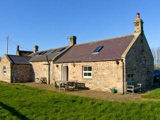 THE READING ROOMS, WiFi, pet-friendly, fantastic touring base, wonderful views, in North Charlton near Alnwick, Ref. 25483 - Charlton vacation rentals