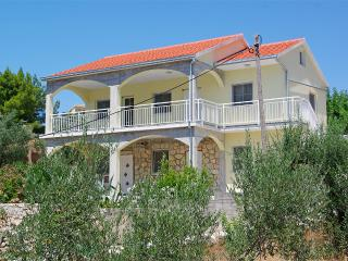 Comfortable Villa steps from the beach - Prizba vacation rentals