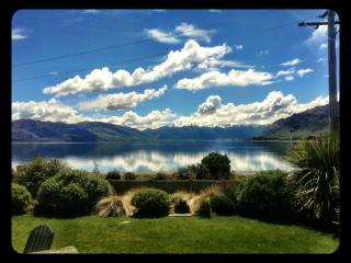 The Black Shack- Absolute Lakefront Absolute Bliss - Otago Region vacation rentals