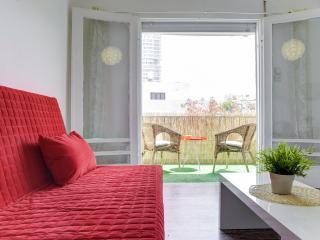 Great apartment with sunny balcony near the beach - Tel Aviv vacation rentals