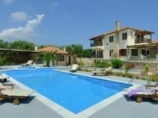 VILLA MANOLIA, ALONISSOS LUXURY VILLA WITH PRIVATE POOL AND AMAZING VIEWS - Image 1 - Alonissos - rentals