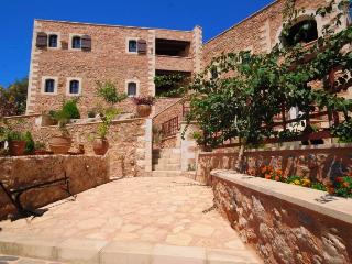 Samonas - No6 Fliskouni / One bedroom villa. - Chania vacation rentals