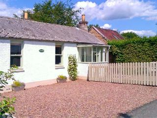 SUNNYSIDE, detached, woodburner, off road parking, garden, in Lilliesleaf, Ref 20104 - Kelso vacation rentals