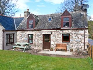AVONDALE COTTAGE, pet-friendly, open fire, fantastic views, WiFI, in Tomintoul Ref. 26288 - Grantown-on-Spey vacation rentals