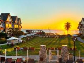 Sunset over the courtyard at the Carlsbad Inn Beach Resort - Carlsbad, CA Beach Rental - Carlsbad - rentals