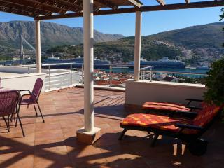 Villa Diana: Amazing Apartment AnnaMaria, Awsome! - Orasac vacation rentals