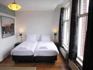 Canal view room nearby Anne Frank house - Amsterdam vacation rentals